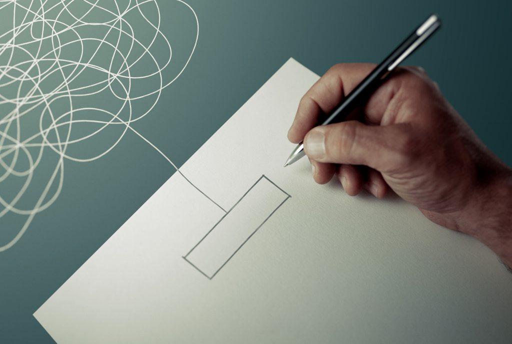 Personne écrivant sur du papier